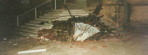 2000. En la noche del 13 de Junio a las 23.20 hs., cae la cruz de Hierro y Bronce del lado izquierdo de la Basílica, la cual tiene un peso de 1600 kgs. En su desplazamiento no produjo victimas ni daños en la estructura del templo