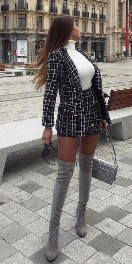 Blazer en tweed noir et crème, mini jupe