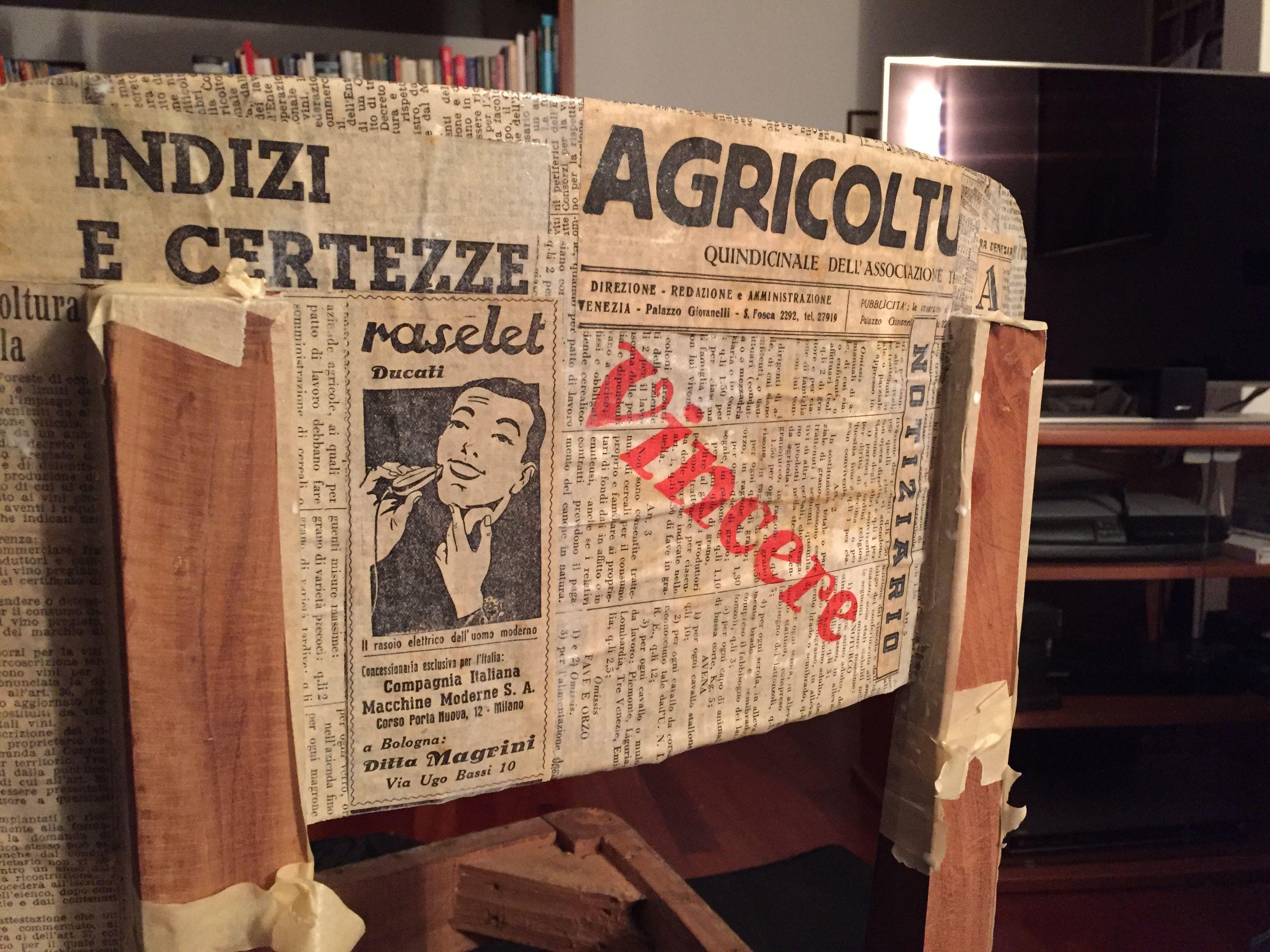 Non vale più di VALE! GO VALE GOOOO!!!! #vr46 #iostoconvale @lato_venezia #design #paper #wood #legno #instapic #picoftheday #table #chair #font #newspaper #old #vintage #madeinitaly #igsvenezia #igvenezia #vsco #instagram