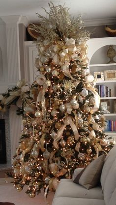 Gold, cream and champagne themed Christmas Tree works perfectly in ...