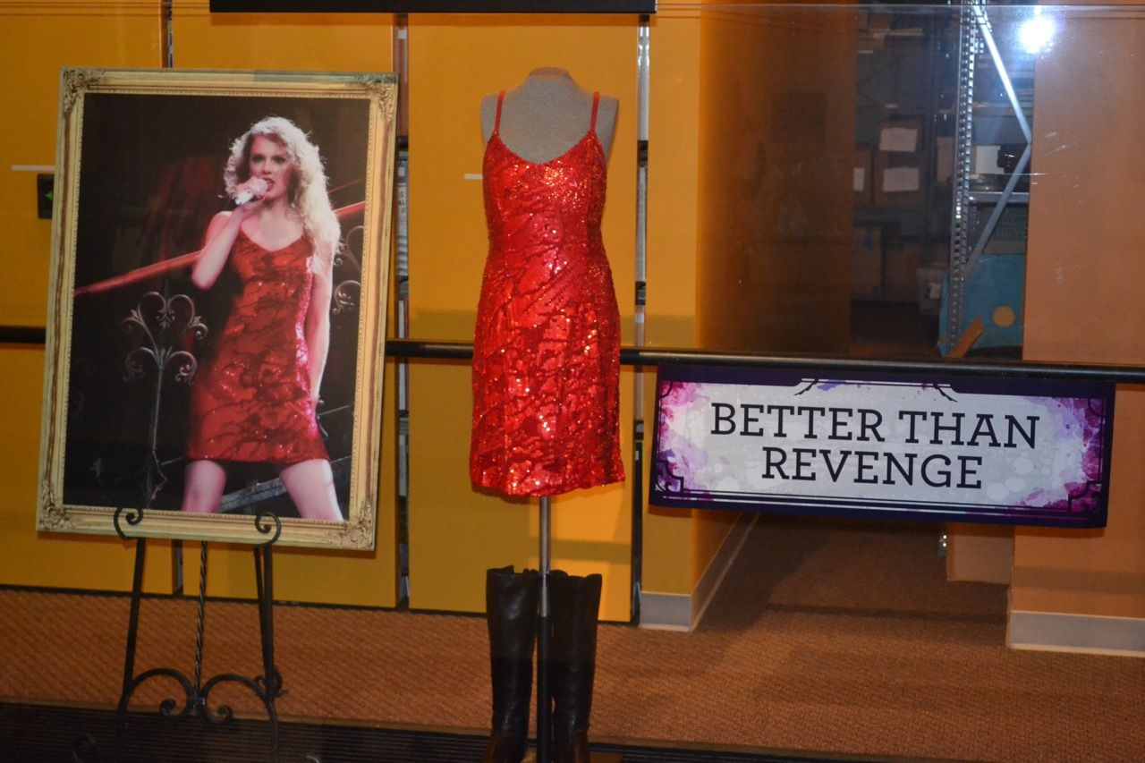 Taylor Swift\'s Tour Mementos: \'Gown Shaped Like a Pastry\' and Other ...