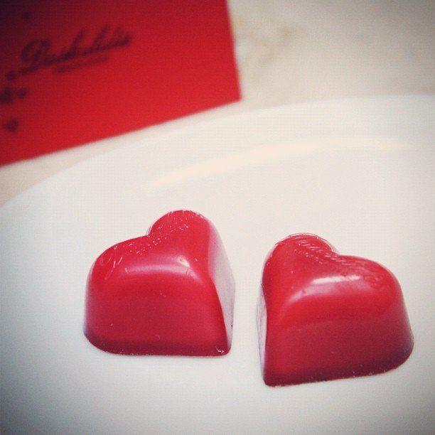 """Daskalides Chocolatier というベルギーの伝統チョコを美味しくいただき、もらう人はいてもあげる人はいないバレンタインをそれなりに楽しんでいたのだが、そこへ""""玉山鉄二結婚""""のニュースが!!あぁ、これはマジ凹んだな…(´Д` ) いや、まだ竹野内豊がいるじゃないか!それともユメは五億円宝くじに託すか… あなたなら、竹野内豊と五億円のどちらを選びますか?"""