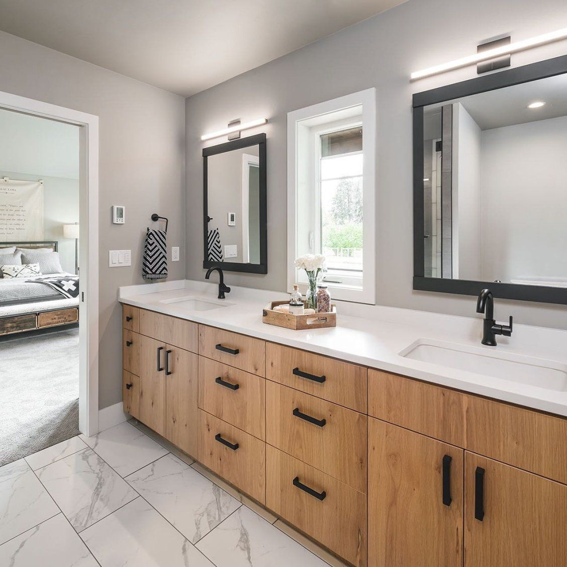 We Are Big Fans Of Natural Light And Lots Of Storage Via Jordaniversonsignaturehomes On Insta Bathroom Decor Bathroom Design Master Bathroom Design [ 1128 x 1128 Pixel ]