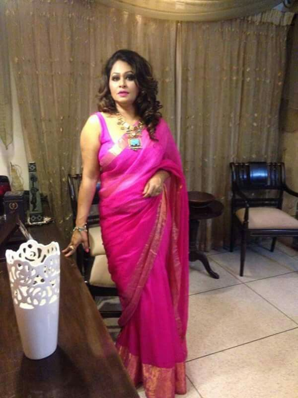 BD Yummy Aunty In Saree With Sleeveless Blouse