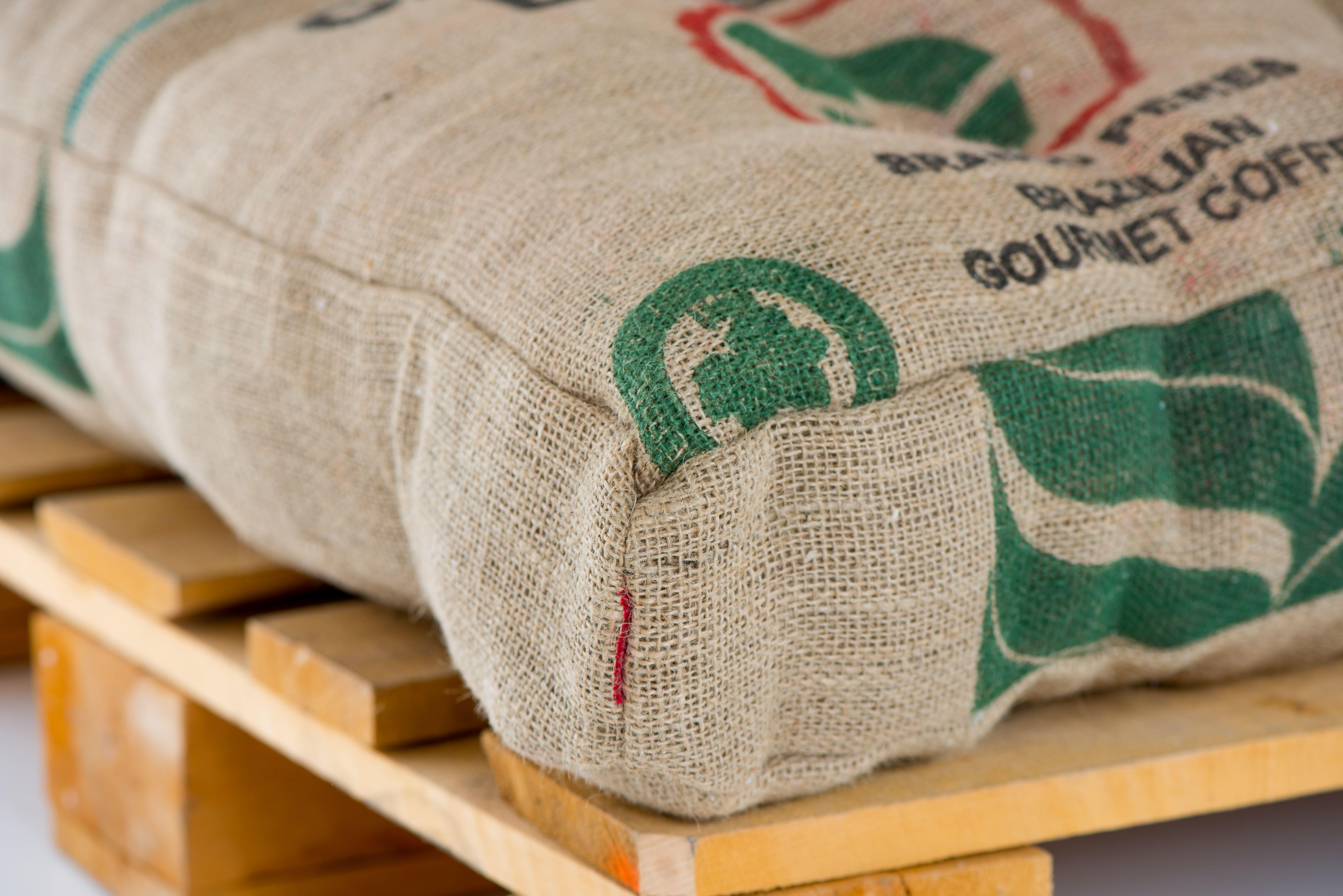 Trendig Haltbar Und Schön Palettenkissen Aus Kaffee Säcken