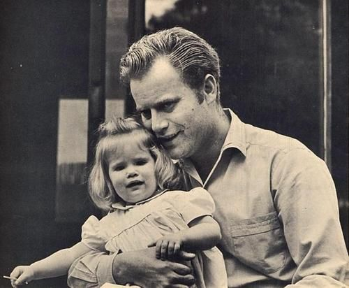 Vic With His Daughter Jennifer Jason Leigh In January 1964 Dads