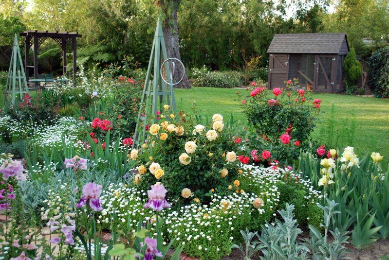 Renee Fraser S Beautiful Southern California Garden Garden
