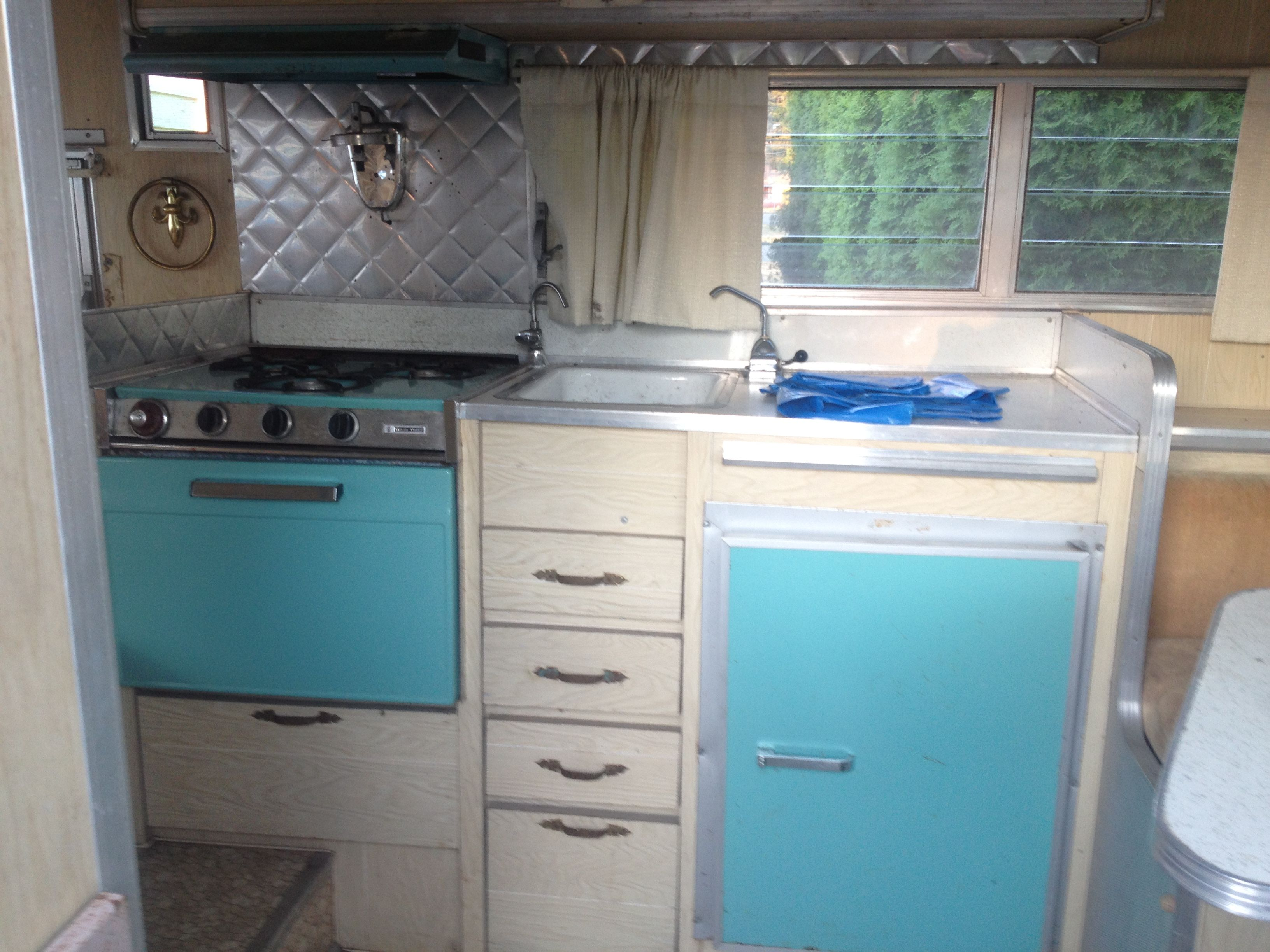 Fell in love with the turquoise appliances | Vintage trailers ...