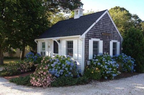 Living with less homes under 600 square feet square for Small cape cod house plans under 1000 sq ft