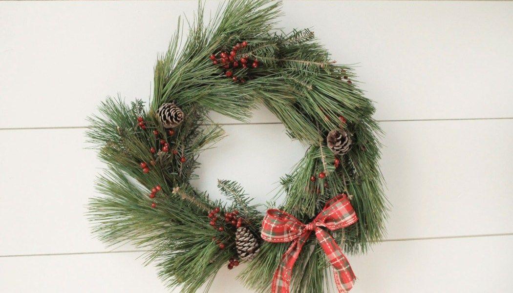 DIY Wood Christmas Tree Mason Jar Sconce (With images) | Diy christmas garland
