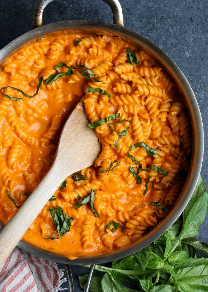 Photo of Creamy Vegan Roasted Red Pepper Pasta