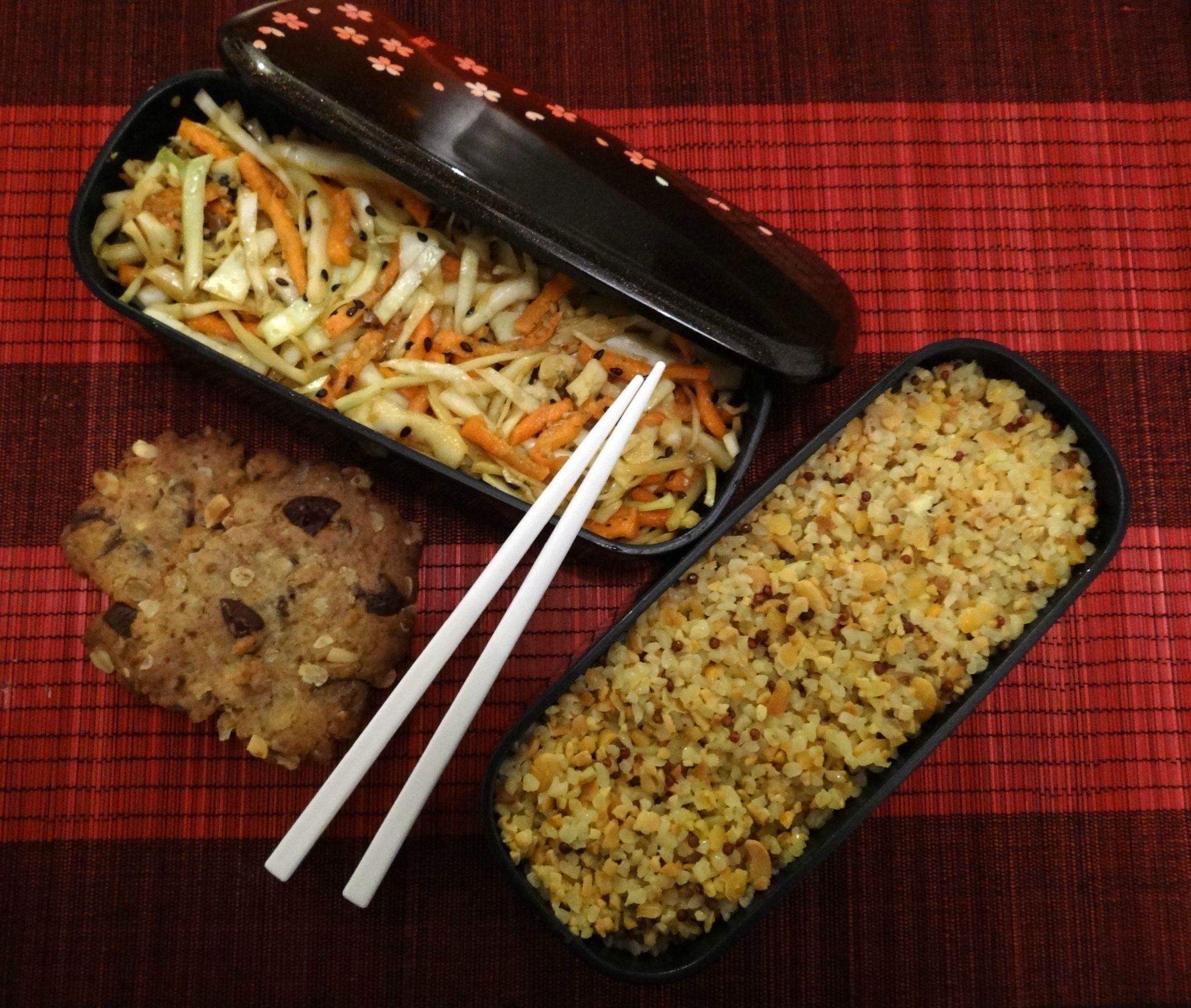 Salade de chou à la japonaise, mélange de céréales et biscuits petit dej'