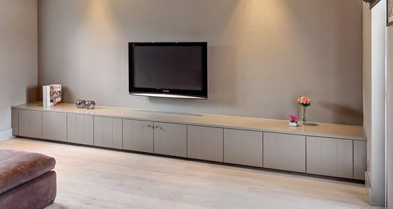 Lage Tv Kast : Gefreesde mdf voor tv meubel en muur onder trap hou vd lange kast