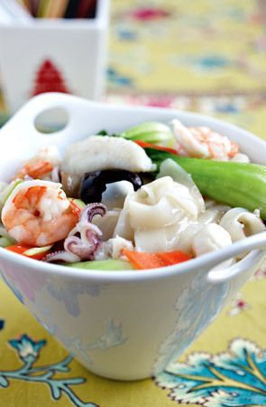 Seafood hor fun recipe | Recipes - HungryGoWhere
