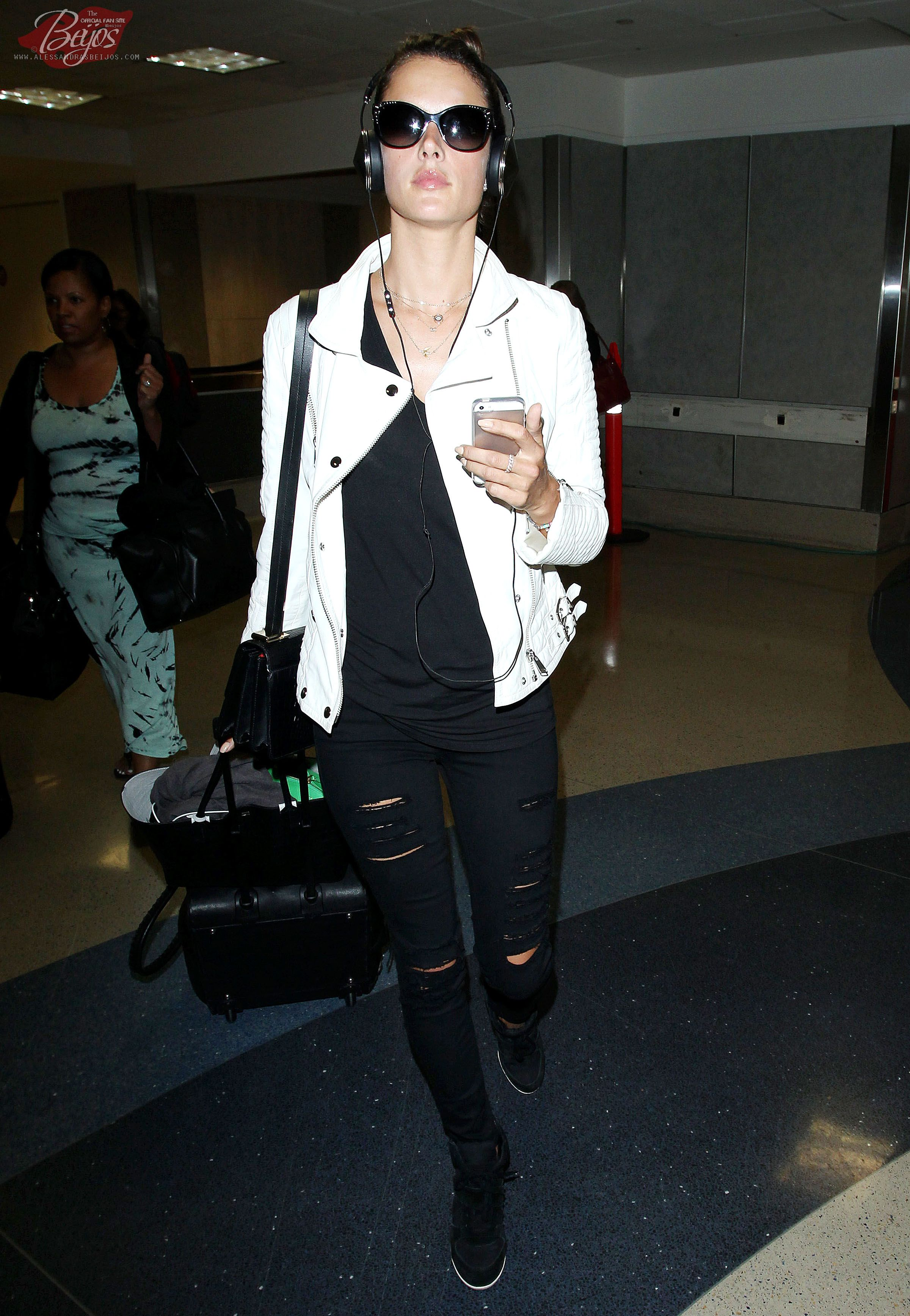 Alessandra Ambrosio Arriving At Lax International Airport In Los Angeles Ca May 29 2014 Alessandra Ambrosio Style Fashion Alessandra Ambrosio