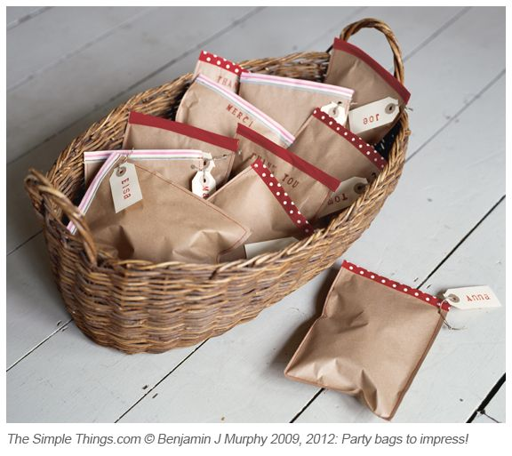 Christmas project: Homemade party bags – how good would these be, filled with treats from your own kitchen? Click the pic to read the blog post...