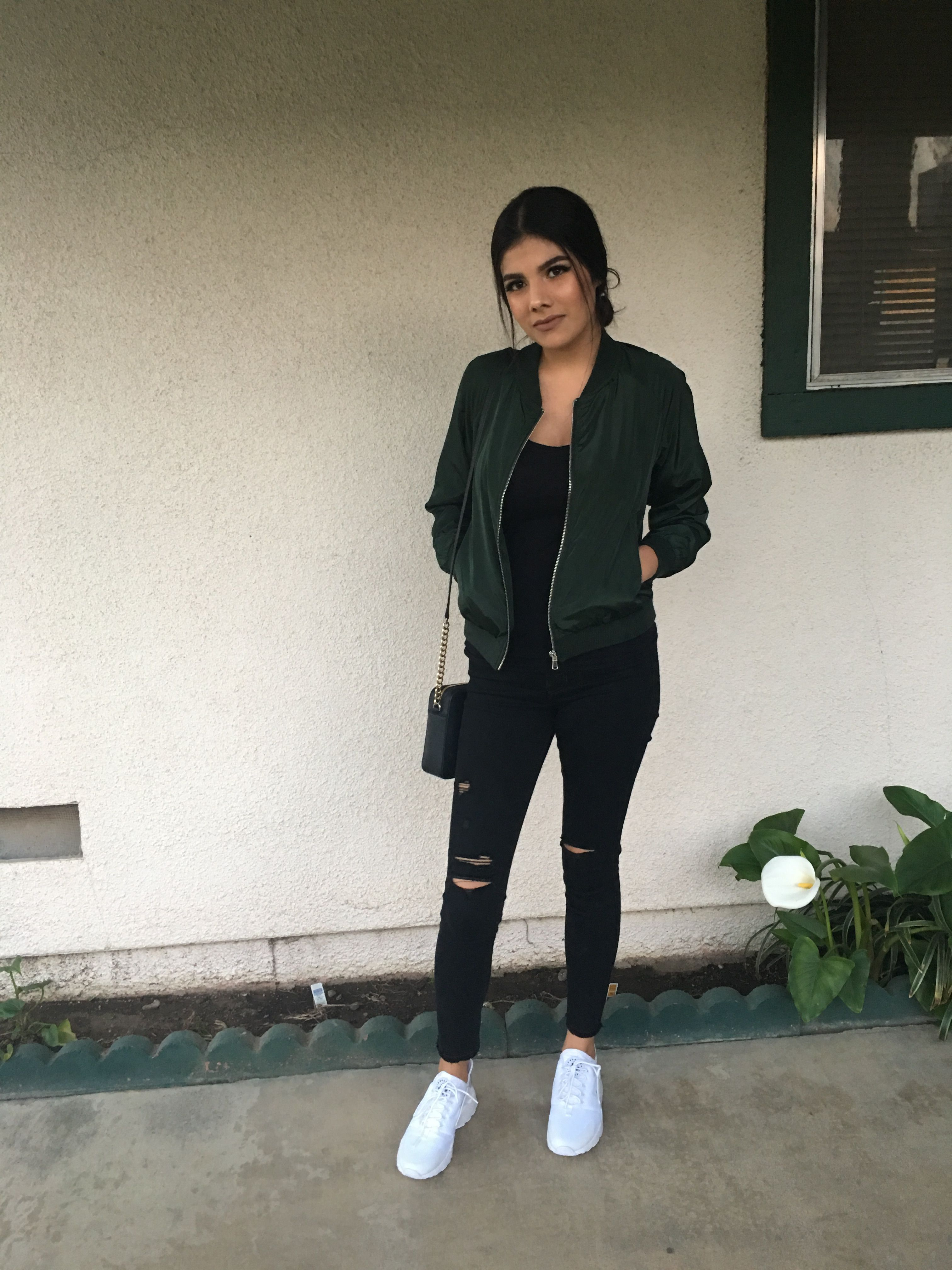 2ad9f5eebd052 Green bomber jacket with black ripped jeans white huaraches