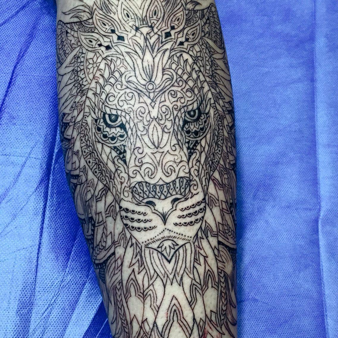 lion mandala leon mandala tatto pinterest tattoo. Black Bedroom Furniture Sets. Home Design Ideas