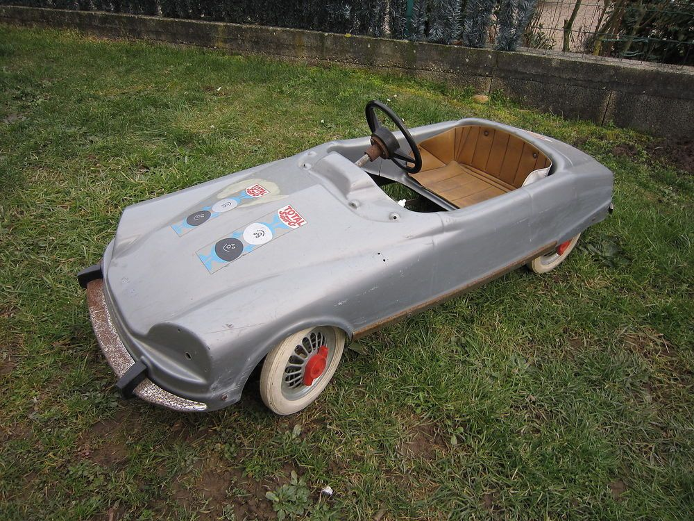 X255 VOITURE A PEDALES VALENTINI CITROEN DS Style MG PLASTIQUE 125 cm 1eeed8e7288f