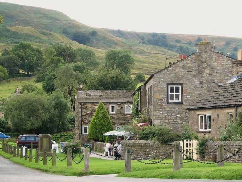 Little village of Burnsall North Yorks, UK 景色, カントリー