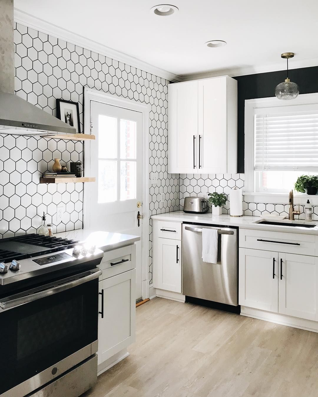 Swipe To See The Before Richmond Photographer Kenzi Flinchum S Kitchen Underwent A Truly Amazing T With Images Cabinets To Go White Shaker Cabinets Kitchen Cabinet Styles