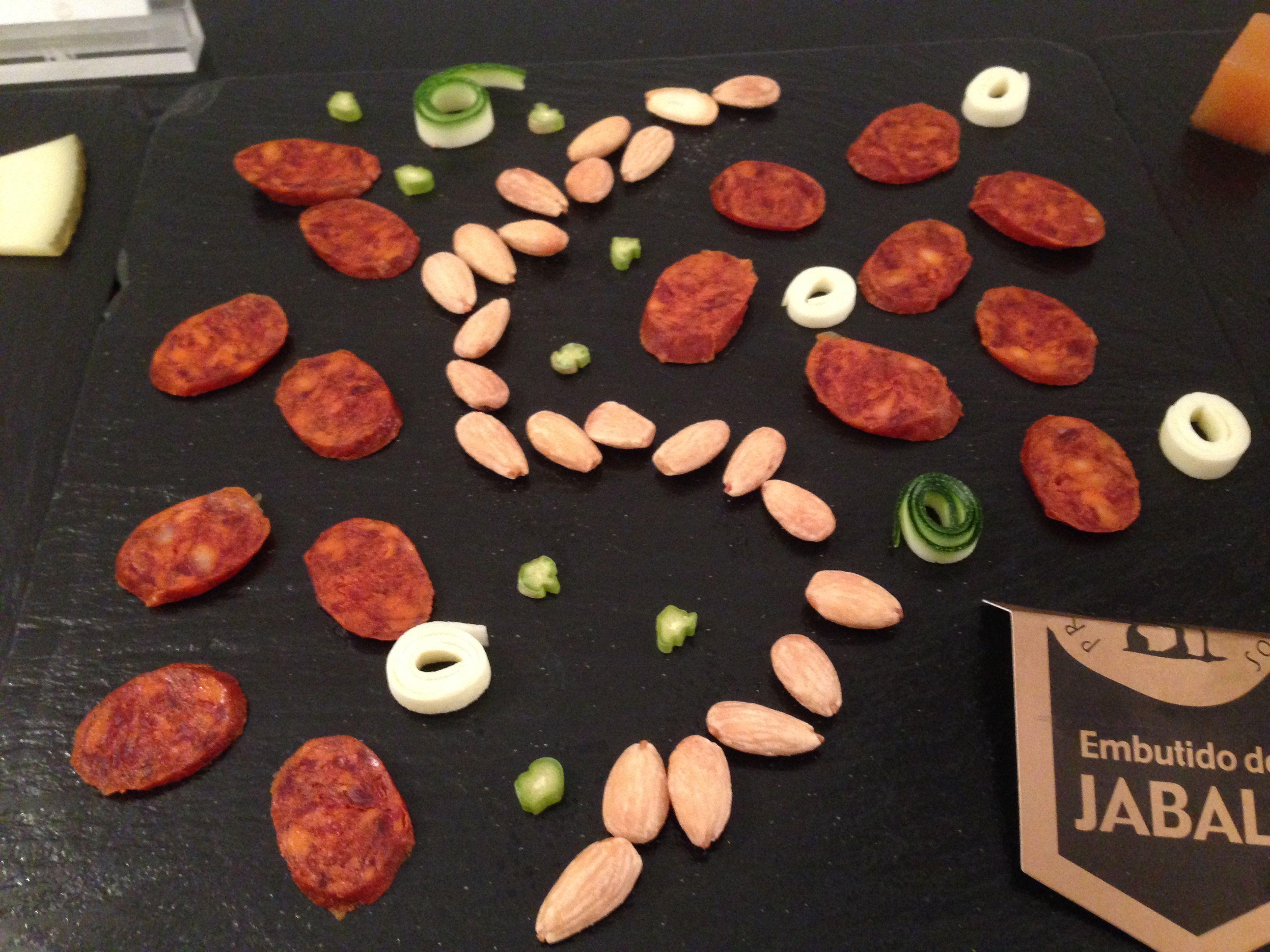 Chorizo De Jabalí En Buffete Alimentos Platos Tapas