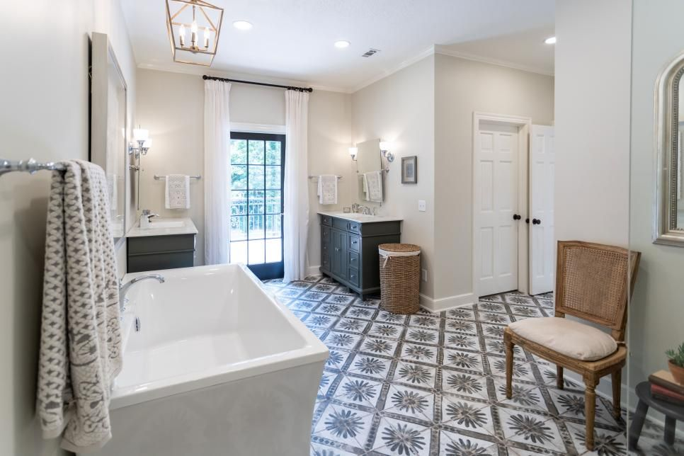 Home Town A Bright Elegant Cottage And A Long Awaited Homecoming Home Town Hgtv Home Town Hgtv Small Master Bath Hgtv