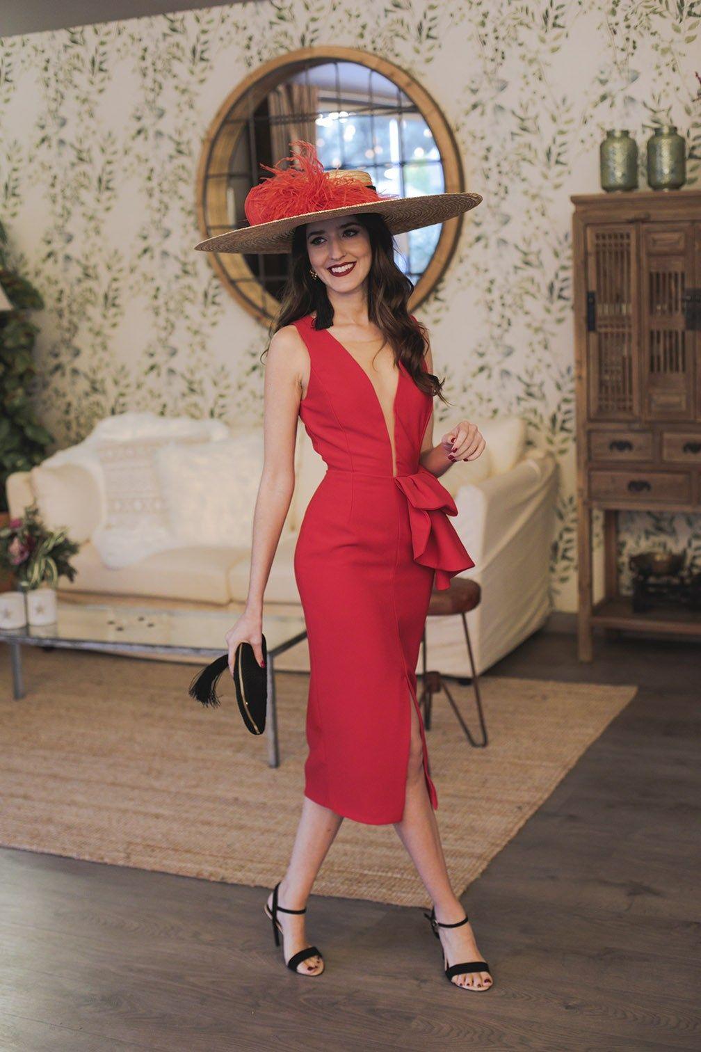 d06121c51 Look invitada noda mañana vestido rojo escote pamela complementos negros