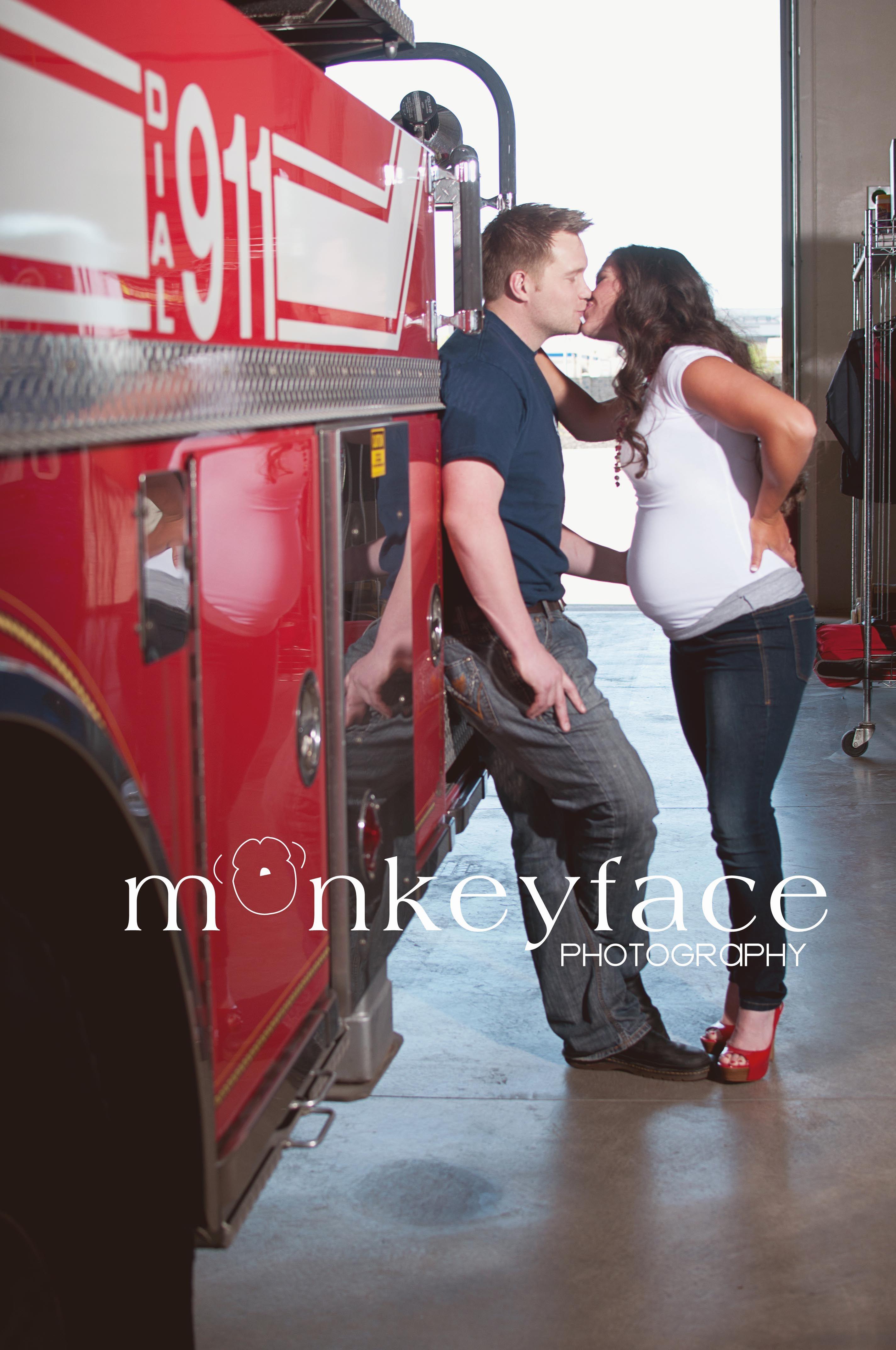 Firefighter Maternity Portrait  newborn  Fotoshooting