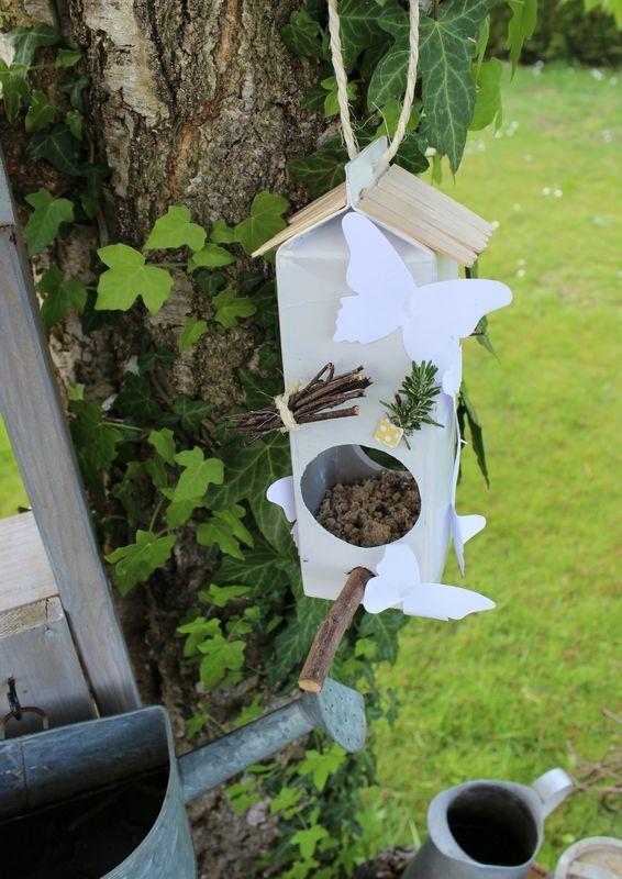 Idée bricolage recyclage : une mangeoire pour oiseaux | Mangeoire ...