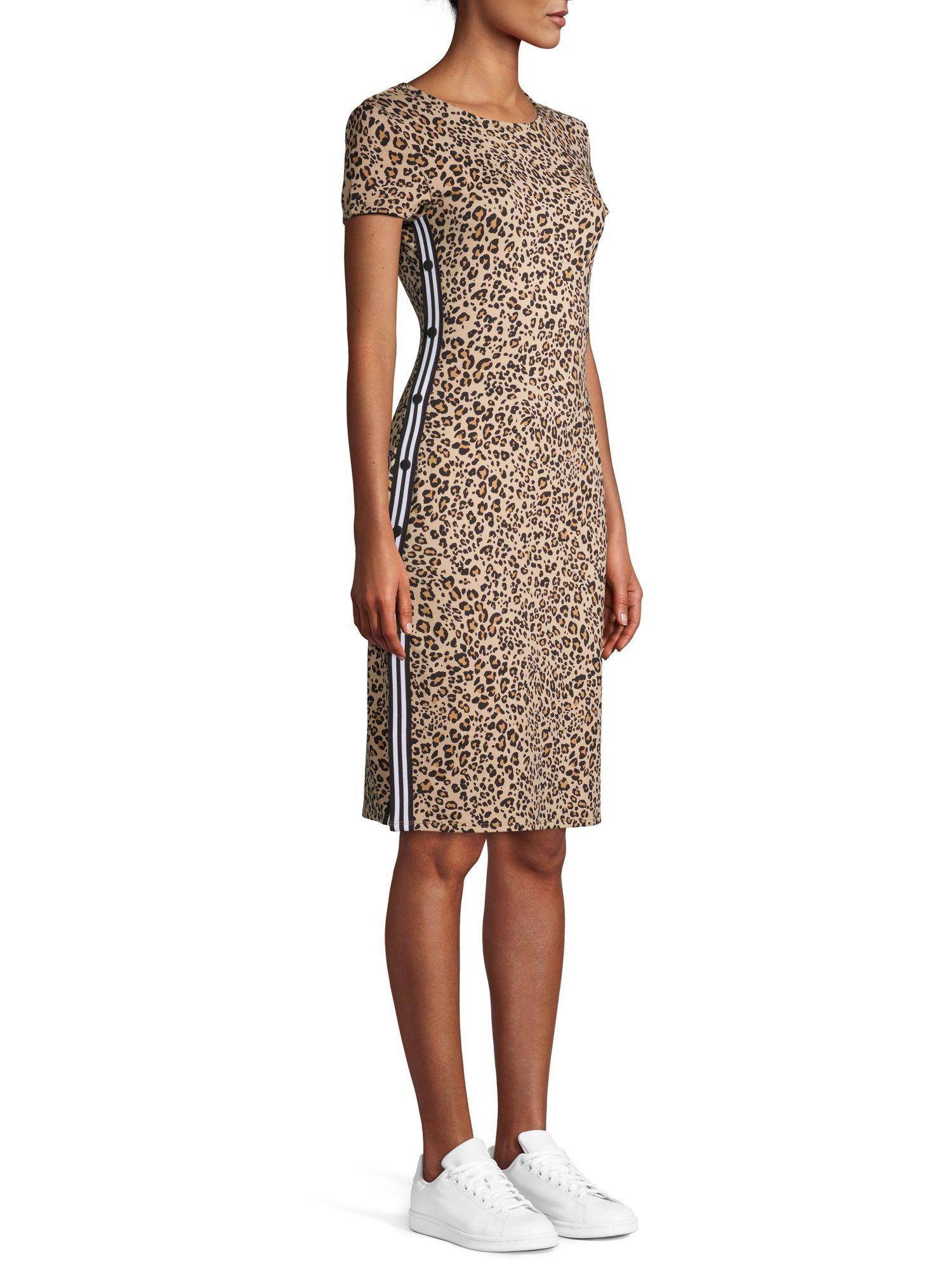 No Boundaries No Boundaries Juniors Short Sleeve Midi Dress With Snap Sides Walmart Com Midi Short Sleeve Dress Dresses Stretch Dress [ 2000 x 1500 Pixel ]