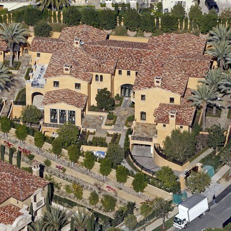 Kobe Bryant Mansion Mansions Rich Home Bachelor Pad