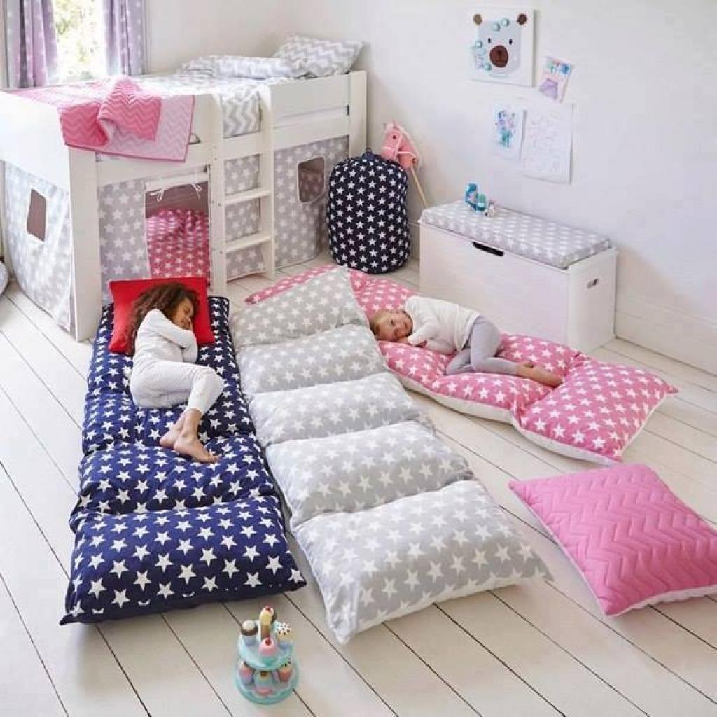 Elle se procure des oreillers bon marché! Elle fabrique des cadeaux que ses enfants n'oublieront jamais!