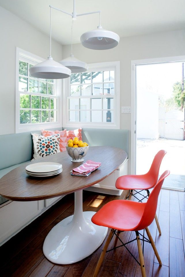 Charmant Breakfast Nook, Oval Table, Bench Style And Storage Underneath