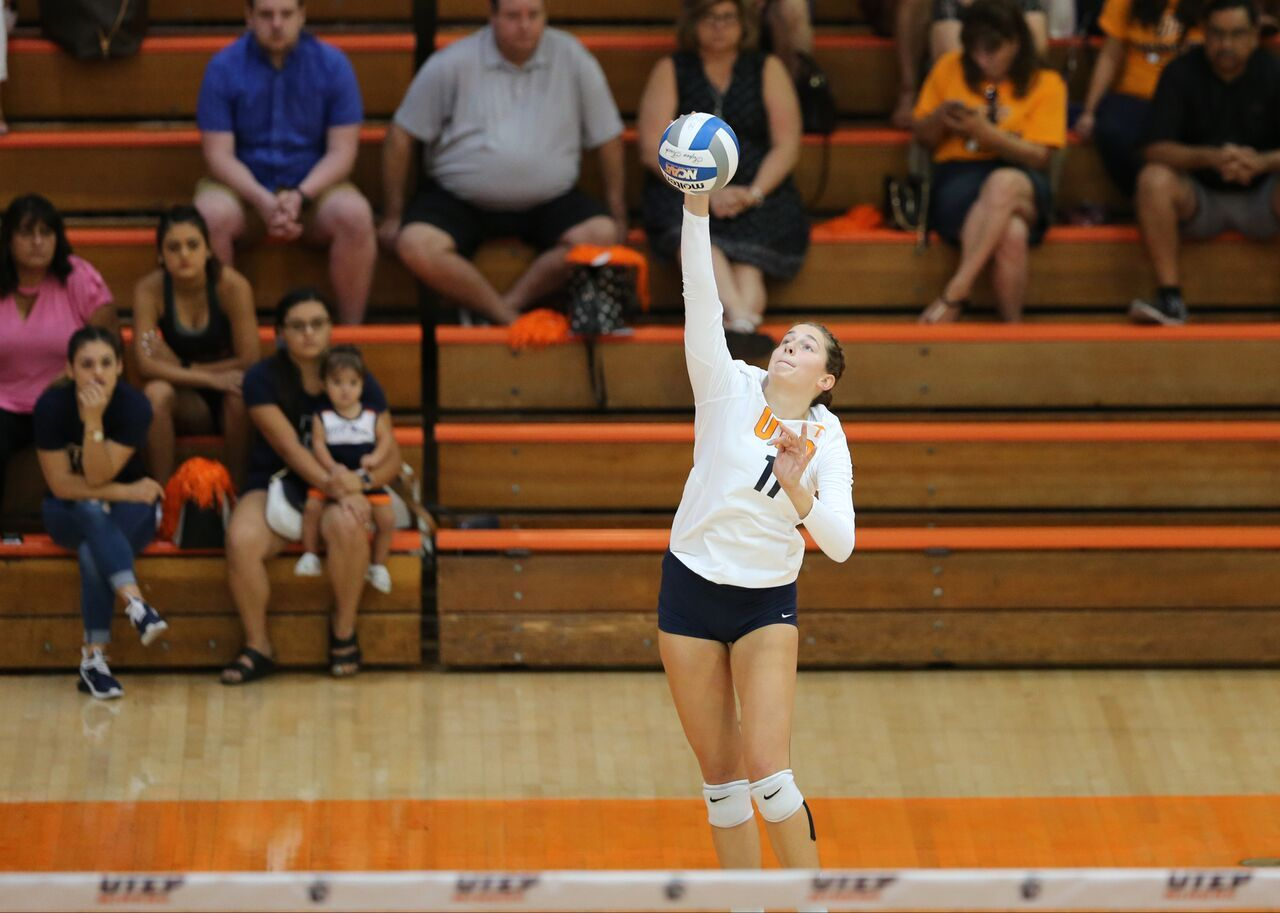 The Utep Volleyball Team 3 10 0 1 Lost In Three Sets Against Rice 10 4 1 0 In The First Match Of Conference Play In Volleyball Team Volleyball Conference