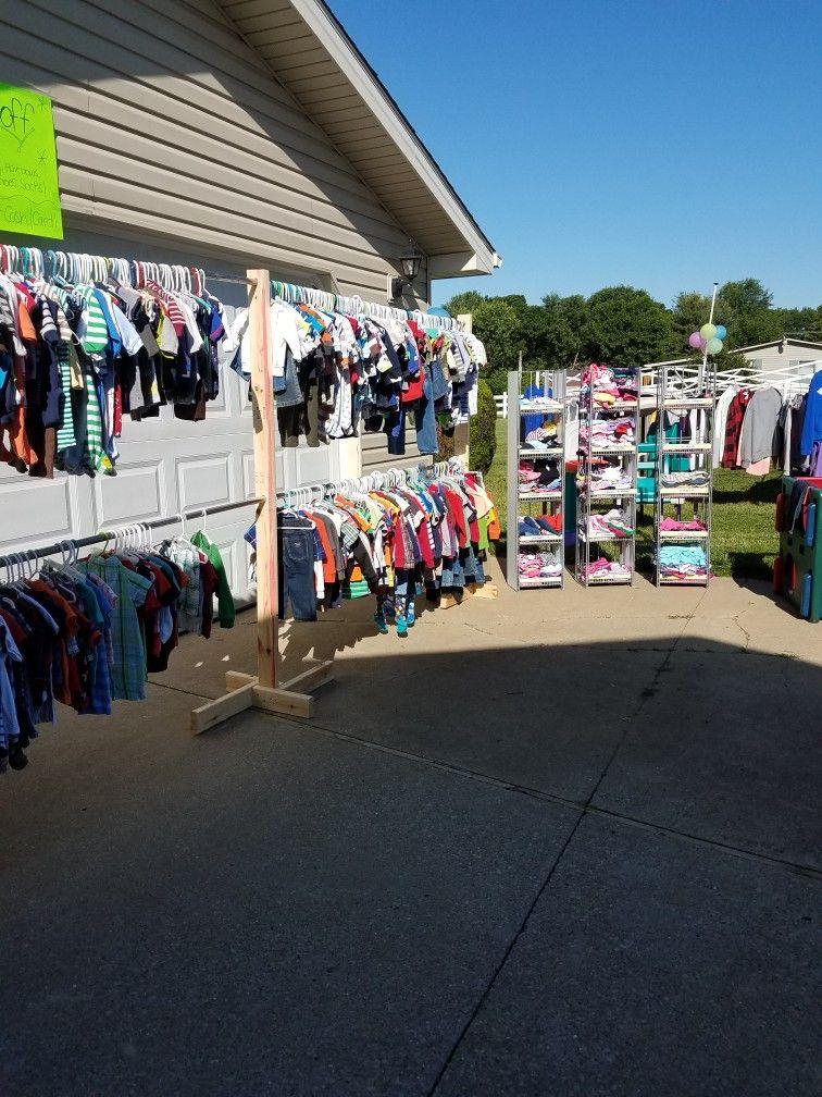 Yard Sale Idea To Hang Kids Clothes Yard Sale Display Yard Sale
