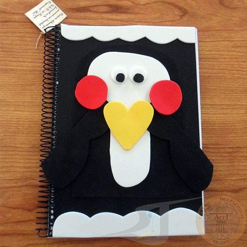 Libreta de Goma Eva con forma de pingüino. Tamaño A5. Lisas y con cuadricula. Acciartesanía