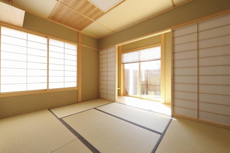 網代天井をポイントで入れることで より深い落着きのある和室に