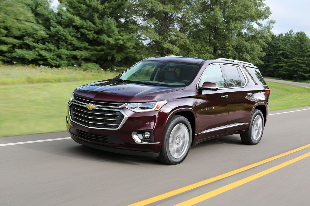 Chevrolet Traverse Vs Volkswagen Atlas Edmunds Sizes Up Two New Suvs Chevrolet Traverse Chevrolet Chevrolet Equinox
