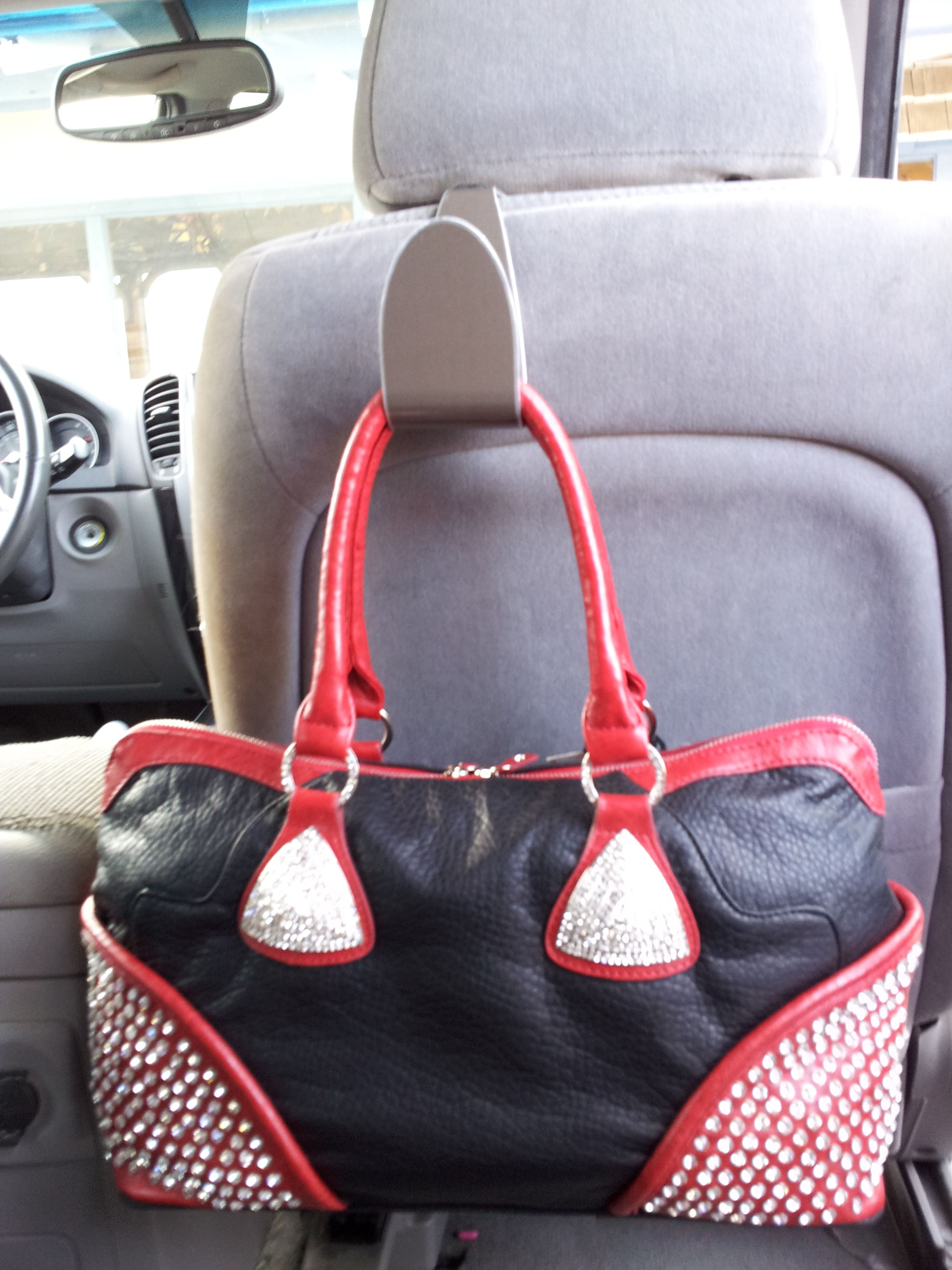 Need A Fantastic Handbag Holder For Your Car Seat This Can Be Used
