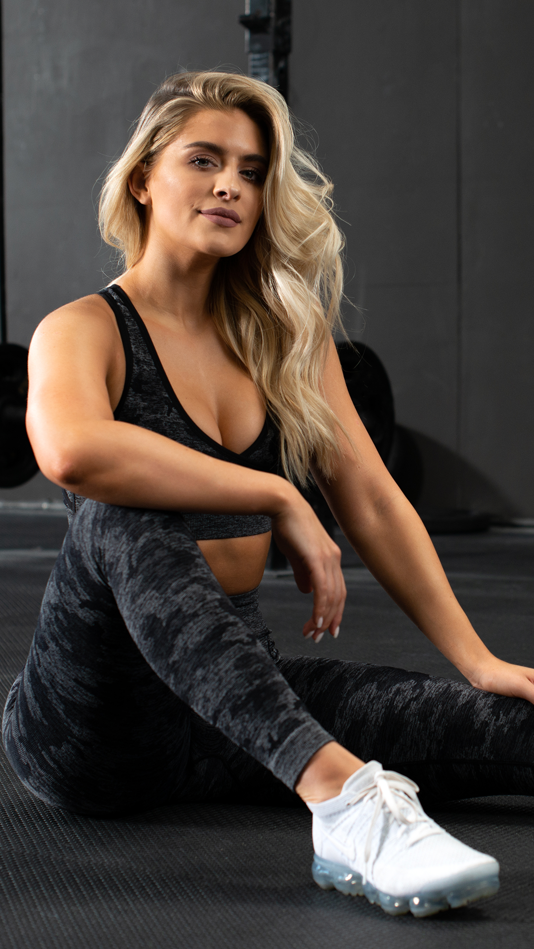 A style like no other. The Camo Seamless is a staple look for your workouts. Choose Black, Sage Gree...