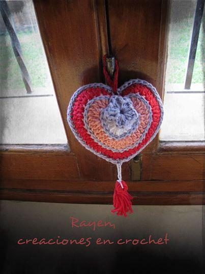 Corazón para colgar. En facebook: Rayen, creaciones en crochet
