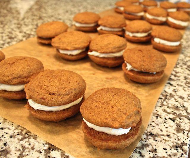 Pumpkin Whoopie Pies with Marshmallow Fluff Frosting #marshmallowflufffrosting