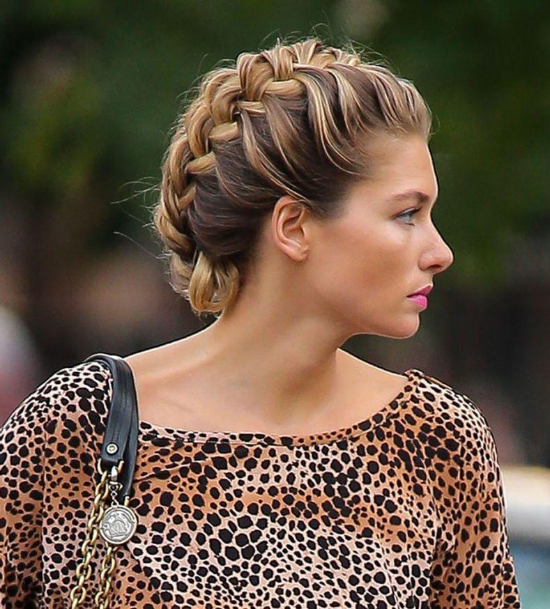 Idée coiffure : le chignon tressé | Chignon tresse, Cheveux et Chignon