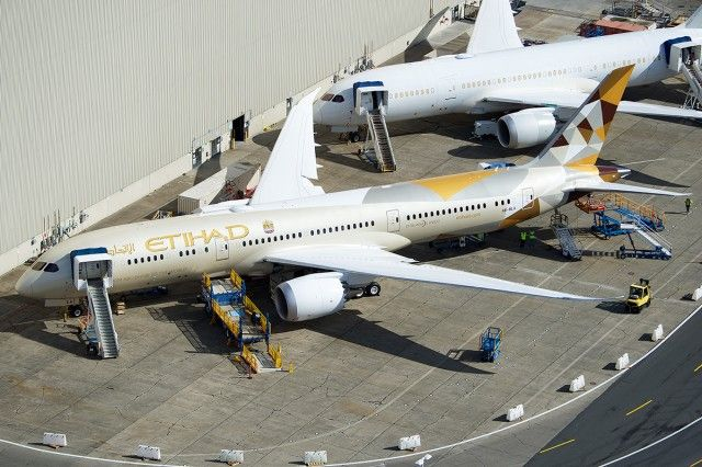 Aerial photo of Etihad Airways' first 787-9 at Paine Field - Photo: Bernie Leighton
