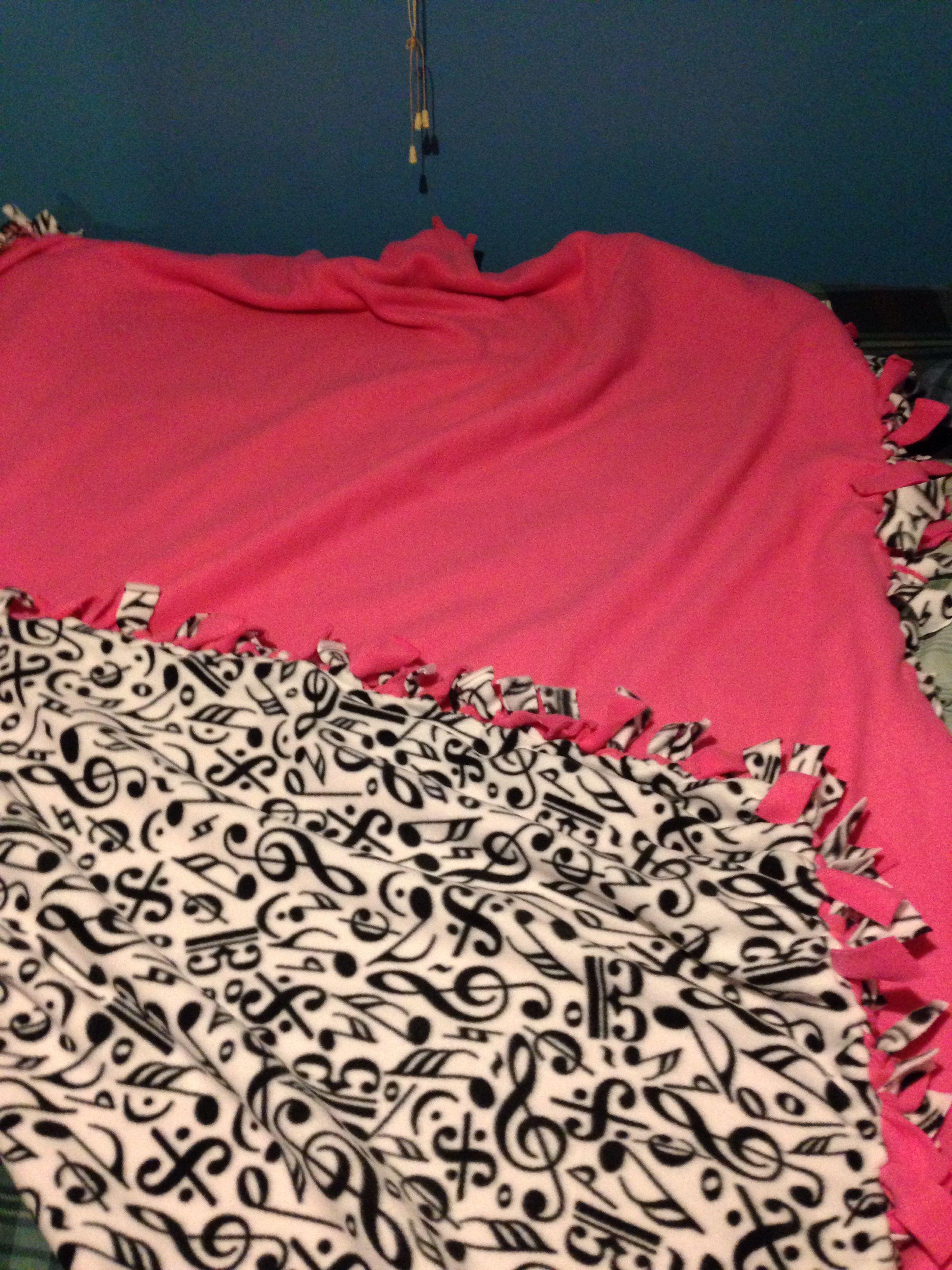 414f9f8e51 Tie blanket