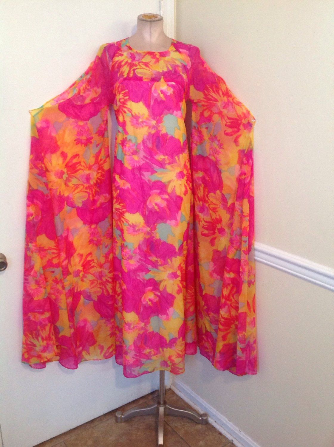 Vtg s s floral psychedelic huge angel kimono maxi dress gown