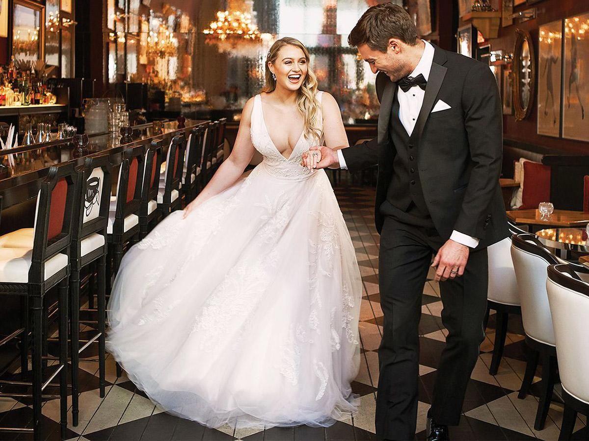Justin Alexander Wedding Dresses 2018 Iskra For Plus Size Wedding Dresses Guide Justin Alexander Wedding Dress Wedding Dress Guide Wedding Dresses [ 900 x 1200 Pixel ]