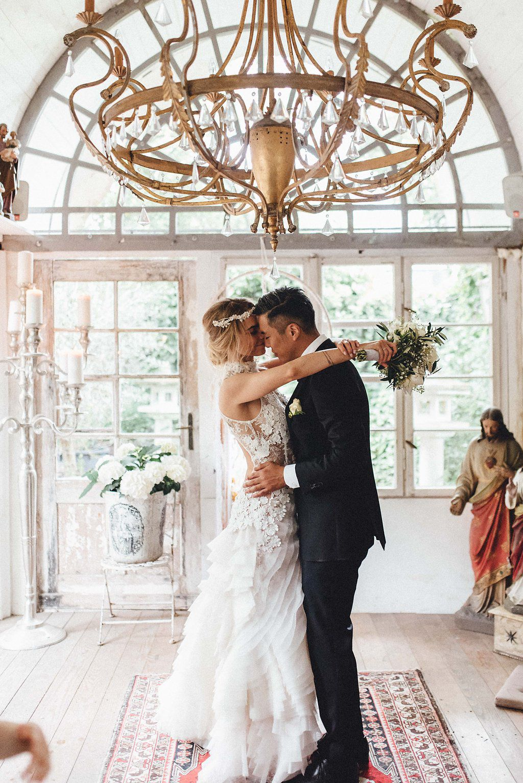 Elegant boho german biergarten wedding at la dü elegant rustic