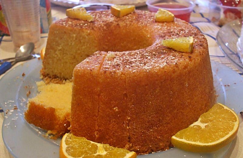 Bolo de laranja ensopado - http://www.sobremesasdeportugal.pt/bolo-de-laranja-ensopado/